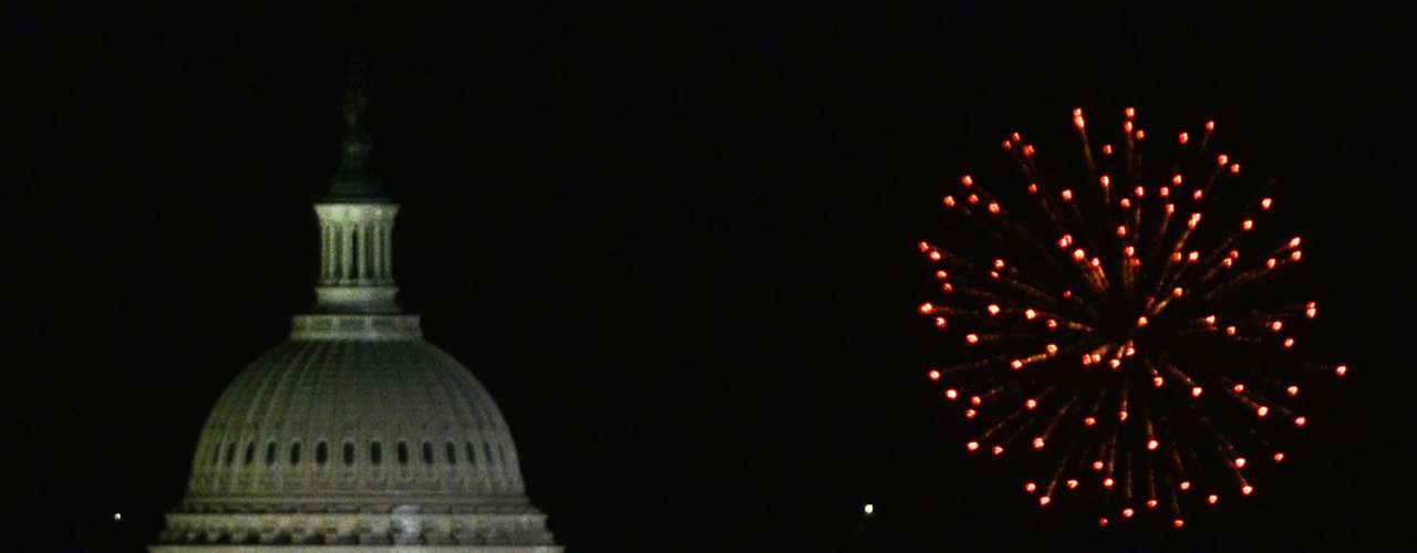 La capital del país Washington D.C. recibe cada año a miles de personas que ondean la bandera durante las celebraciones.  Sin embargo, este año se han suspendido los fuegos artificiales, debido a la ola de calor.