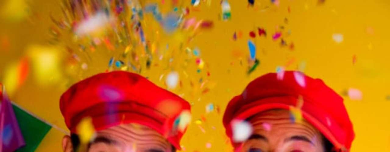 LA ESTRELLA MOCHILERA: FIESTA DE CANCIONES El dúo integrado por los músicos Rosana Sardi y Eduardo Vazquez ofrecerá dos conciertos con diferentes repertorios que se alternarán cada sábado en el Teatro El Piccolino. A través de la música, el baile y la magia de cada personaje, el dúo propone una experiencia de juego y diversión distinta en cada función. Un espectáculo de canciones para bailar, escuchar, cantar, jugar y conocer este mágico mundo donde conviven los más divertidos personajes. Funciones: Sábados de junio y julio 17, (alternando un repertorio cada sábado) En vacaciones de invierno: de miércoles a domingo 17 (alternando una semana cada repertorio) Teatro El Piccolino, Fitz Roy 2056 Entradas: $50