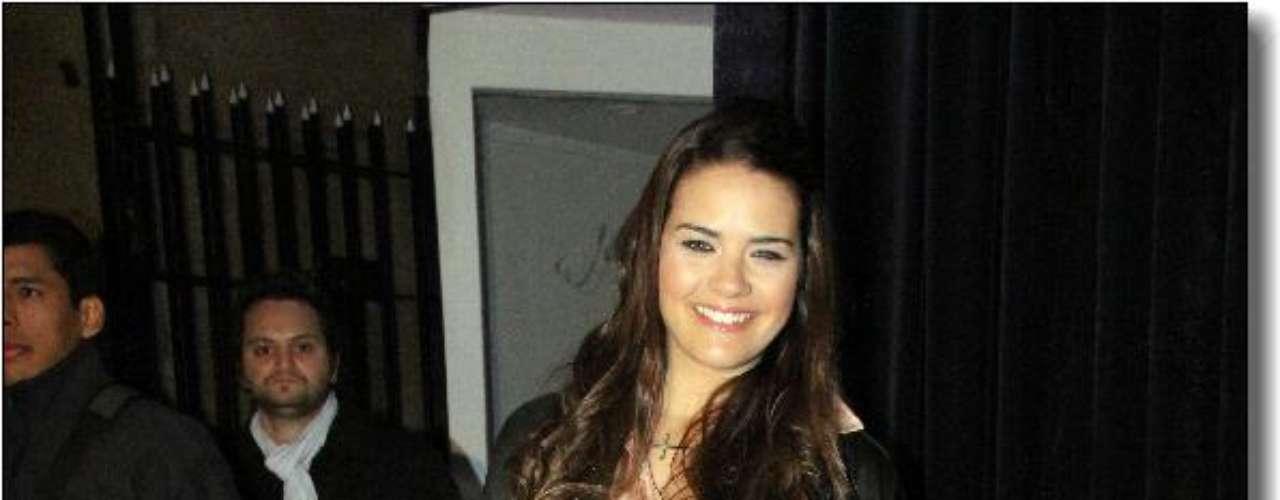Micaela Vazquez combinó pantalón y campera negra con camisa blanca.