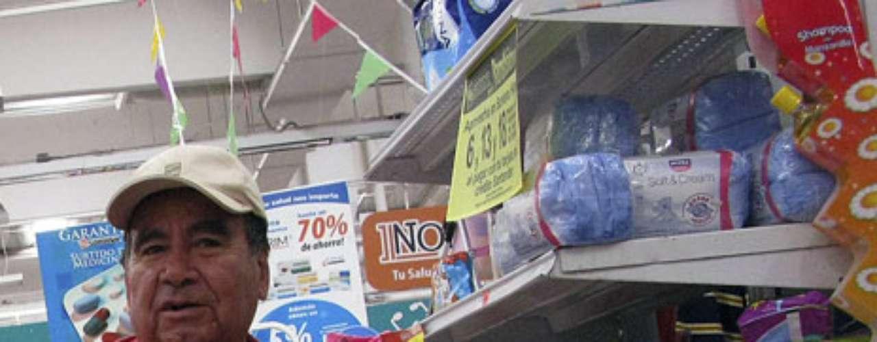 Algunas personas que estaban comprando en la tienda dijeron que se les avisó que las tarjetas sólo serían válidas por dos días después de las elecciones y que tuvieron que esperar hasta el martes porque la tienda estuvo abarrotada el lunes.