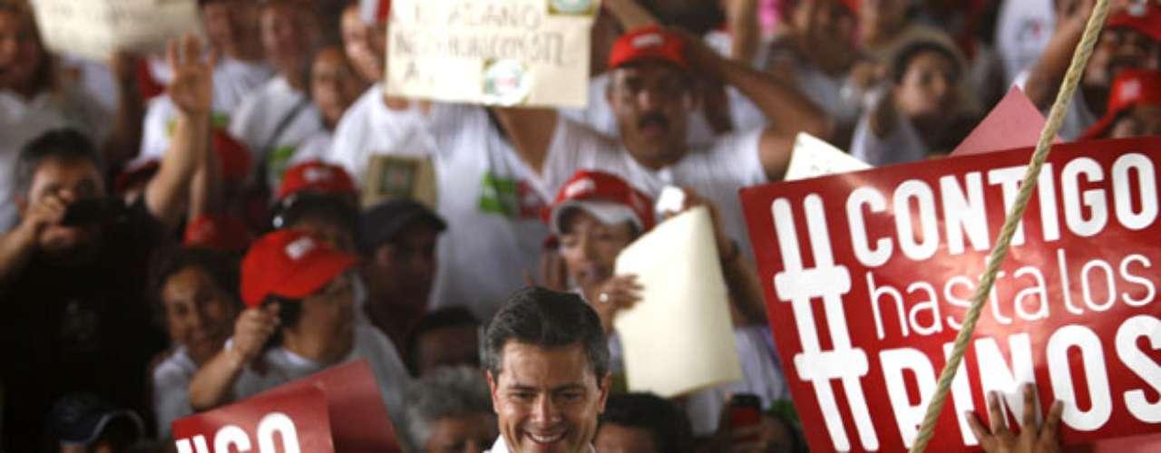 En los últimos días de la campaña, funcionarios del PRI negaron acusaciones similares acerca de que el partido había distribuido tarjetas de débito de un banco local.