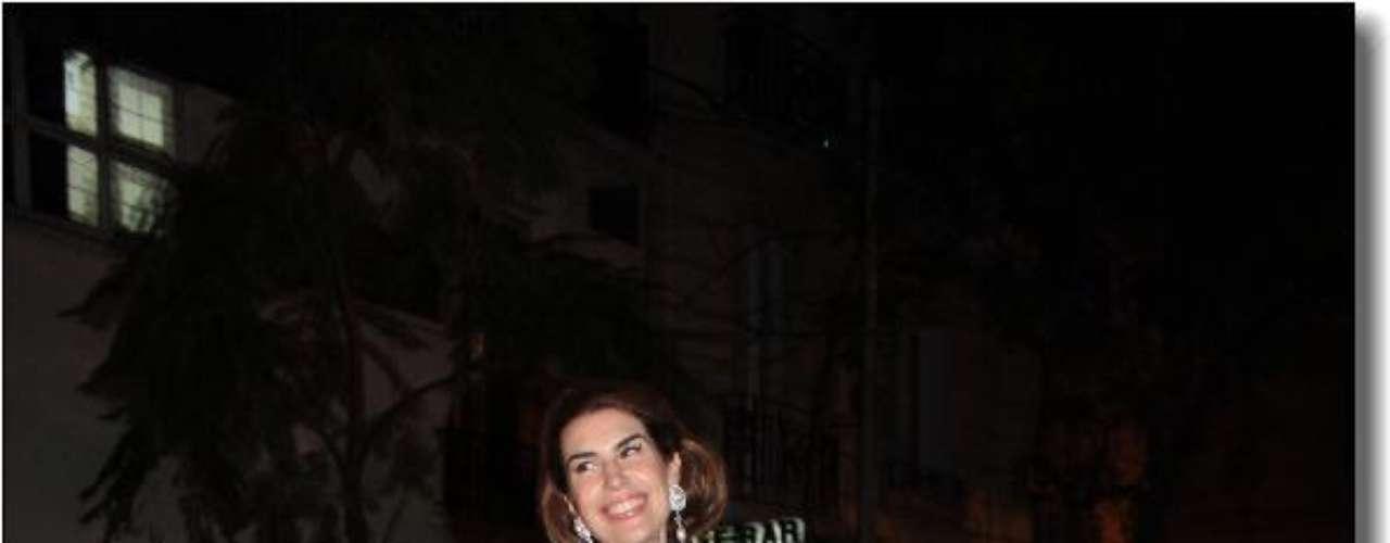 Solange Cubillo deslumbro con un vestido a lunares gigantes
