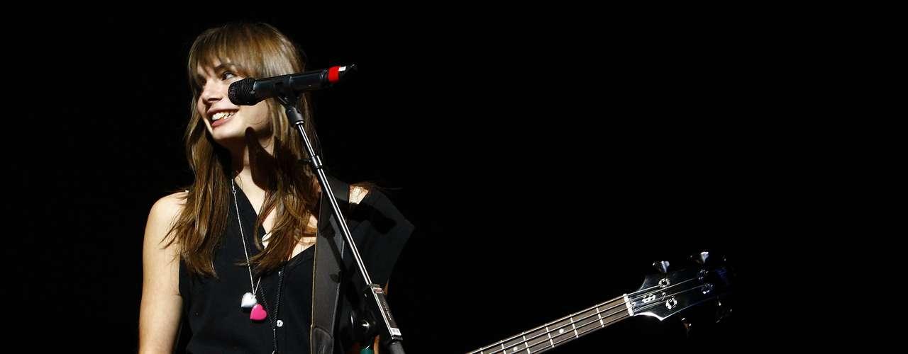 3.- Louise Basilien, vocalista del grupo francés Plastiscines