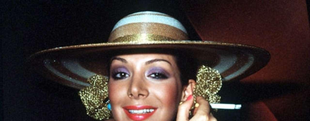 Virginia Vallejo ex-modelo, ex-periodista y ex-presentadora de televisión colombiana conocida por su belleza y su relación amorosa con Pablo Escobar, jefe del Cartel de Medellín. En el 2007, publicó 'Amando a Pablo, odiando a Escobar' que se convirtió en el bestseller número uno en español en los Estados Unidos cuando salió a la venta. Vallejo huyó a los EE.UU. al dar a conocer los detalles de los vículos entre la clase política de Colombia y Escobar.