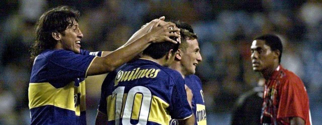Bianchi le dio a Riquelme la libertad que necesita para disfrutar del fútbol. Amplió su rango de acción a todo el campo de ataque de Boca, le dió la mítica camiseta con el dorsal número 10 que portara Diego Armando Maradona.