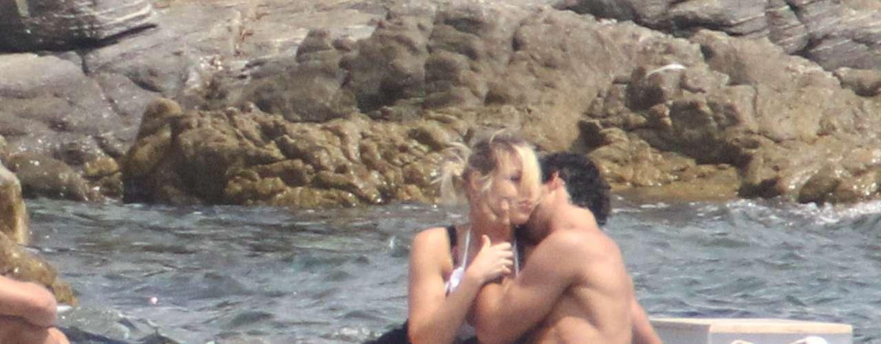 Cristiano Ronaldo e Irina Shayk son los últimos en dejarse llevar por la pasión en sus exclusivas vacaciones en la Costa Azul. Son muchos los futbolistas que protagonizan escenas subidas de tono aprovechando los días de sol, playa y arrumacos con sus novias y mujeres.