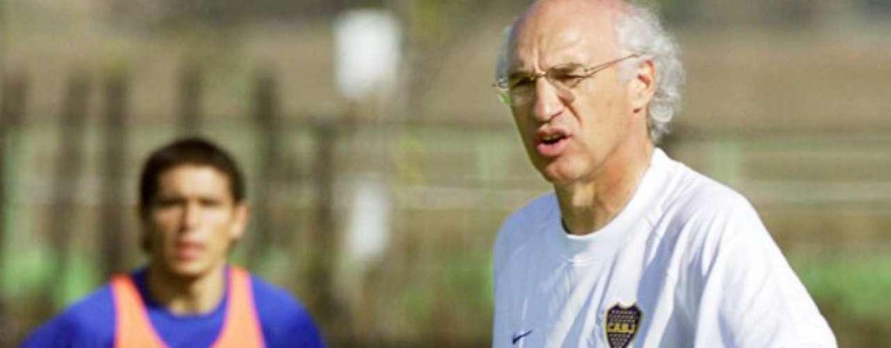 La figura de Carlos Bianchi fue clave en la carrera de Riquelme. Tras un par de años empezando los partidos desde el banquillo, Bianchi se dio cuenta de la tremenda calidad del jugador cuando se hizo cargo de Boca Juniors en 1998.