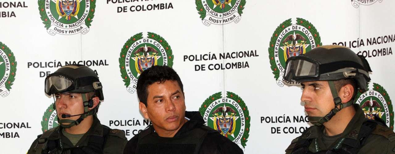 Además, el detenido aparecía como muerto en la Registraduría, la entidad que en Colombia es responsable de la identificación ciudadana y las elecciones.