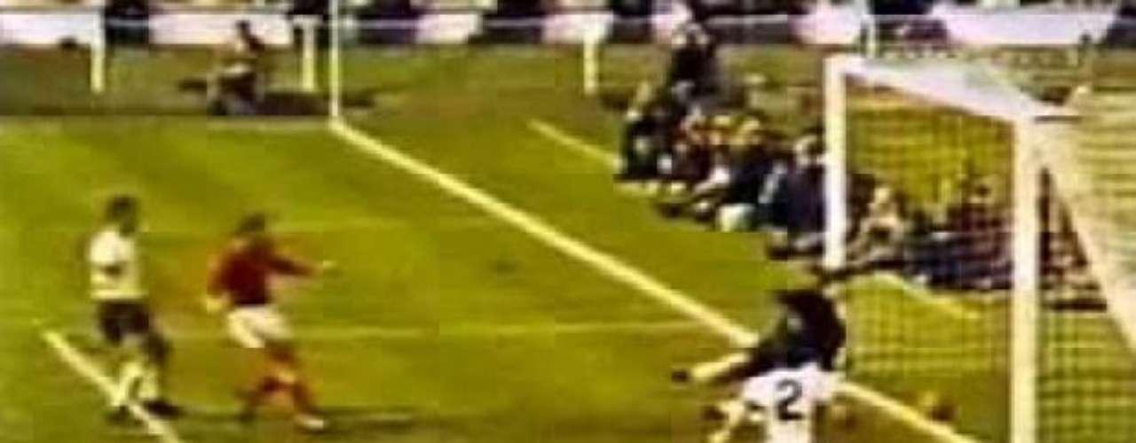 Gol fantasma de Hurst en la final del Mundial 66 entre Inglaterra y Alemania