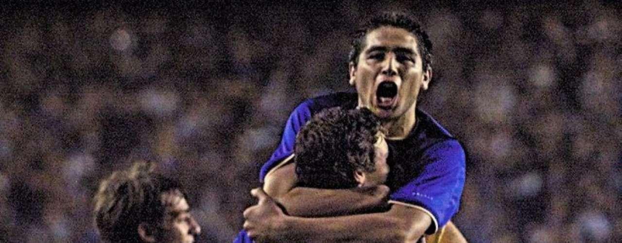 Con Riquelme a los mandos, Boca Juniors se convirtió en un rodillo imparable en el campeontao argentino, ganando su edición de 1998 tras 6 años sin conseguirlo y sin perder ni un solo partido.