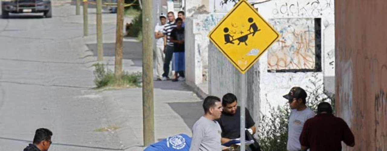 En Durango, estado que las bandas del crimen organizado lo utilizan como escenario para sus combates, dos hombres fueron hallados decapitados tras una llamada anónima a finales de junio en el poblado conocido como Santiago Papasquiaro. Estas decapitaciones se sumaron a siete más ocurridas semanas atrás en la misma zona del estado.