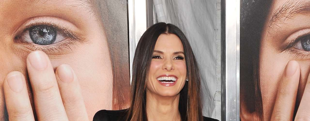 Sandra Bullock is not a fan of surgery rooms to improve her physical appearance. The Oscar winning actress has one of the weirdest beauty treatments: she says that hemorrhoids cream helps combat wrinkles, crow's feet and dark circles. But come on Sandra, we all saw \