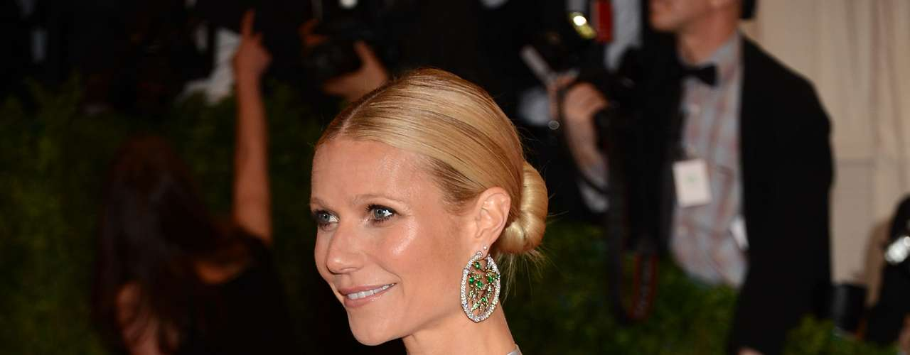 Gwyneth Paltrow's skin is always smooth and she uses snake venom cream to keep it that way. Gwyneth is a fan of these type of creams because it blocks neurotransmitters that tighten the facial muscles and reduces wrinkles.