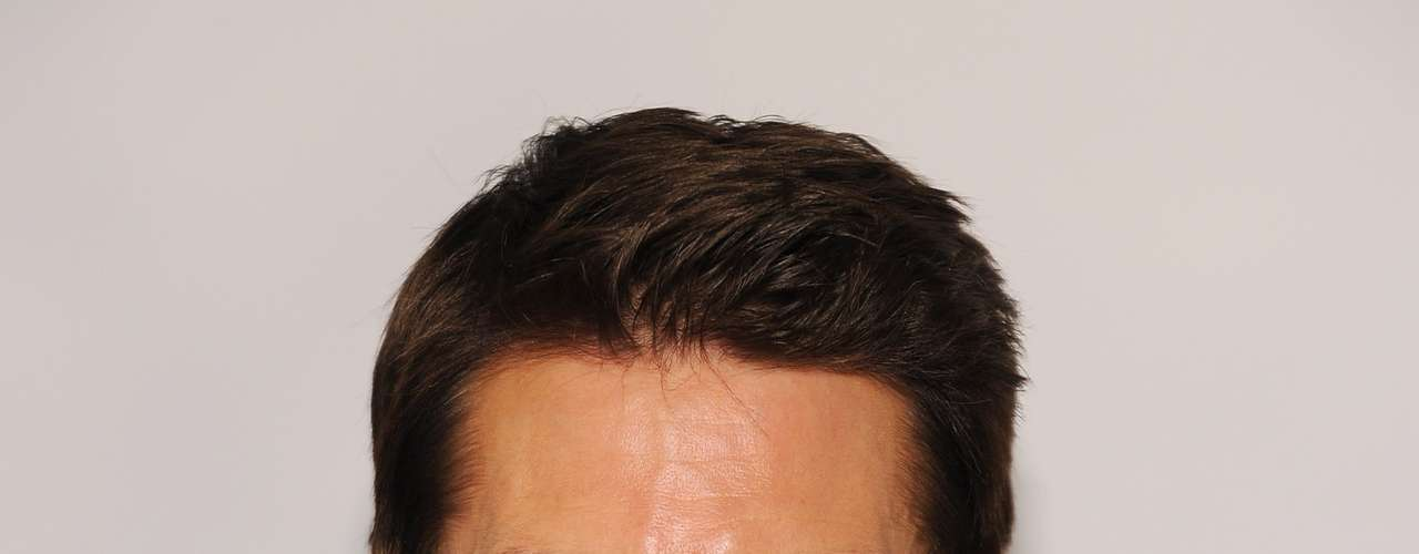 How does Tom Cruise still look so good and not old? He takes care of his face with a face mask composed of nightingale droppings. The mix that he uses also includes brown rice and water. They say he is in love with this treatment as it leaves his face soft and smooth. This is just too bizarre for us.