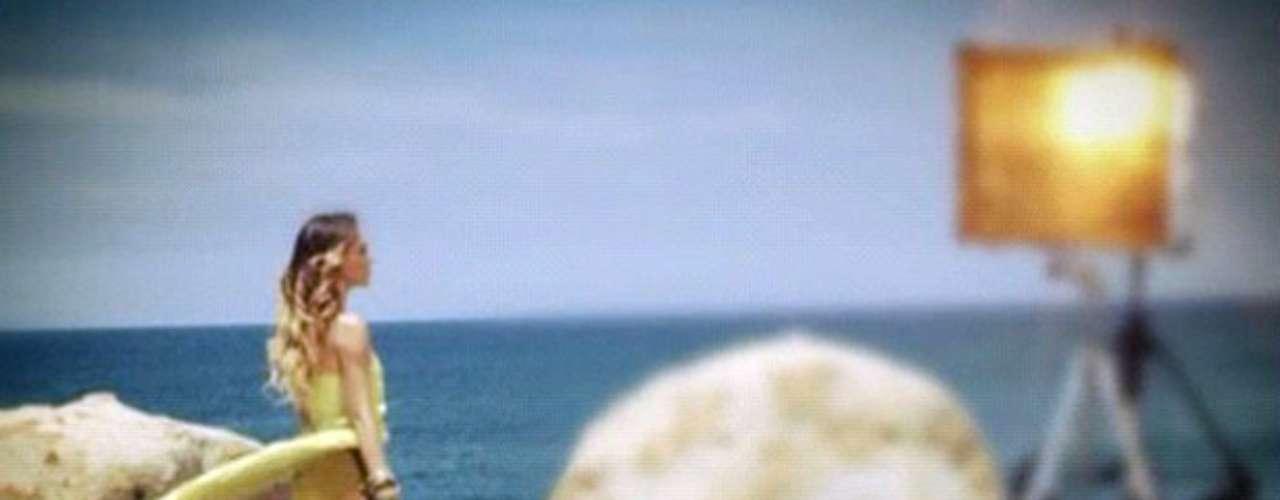 Belinda grabó el clip en las paradisiacas playas de Acapulco, México.