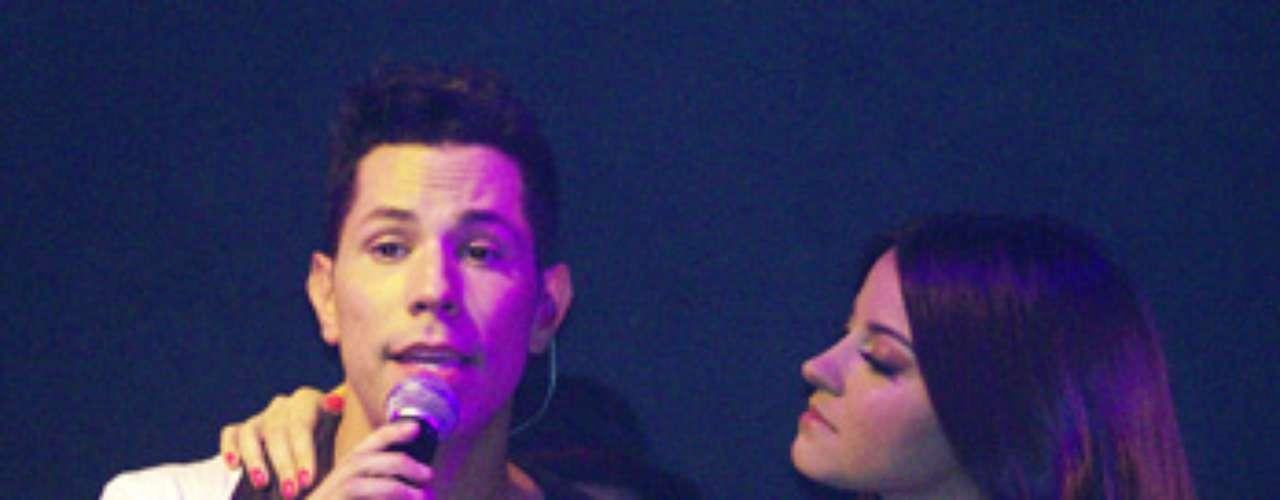 Christian Chávez sacó a relucir la magia que tuvo RBD en una época, al interpretar una canción al lado de Maite Perroni, durante el concierto íntimo que realizó, para promocionar su DVD en vivo \