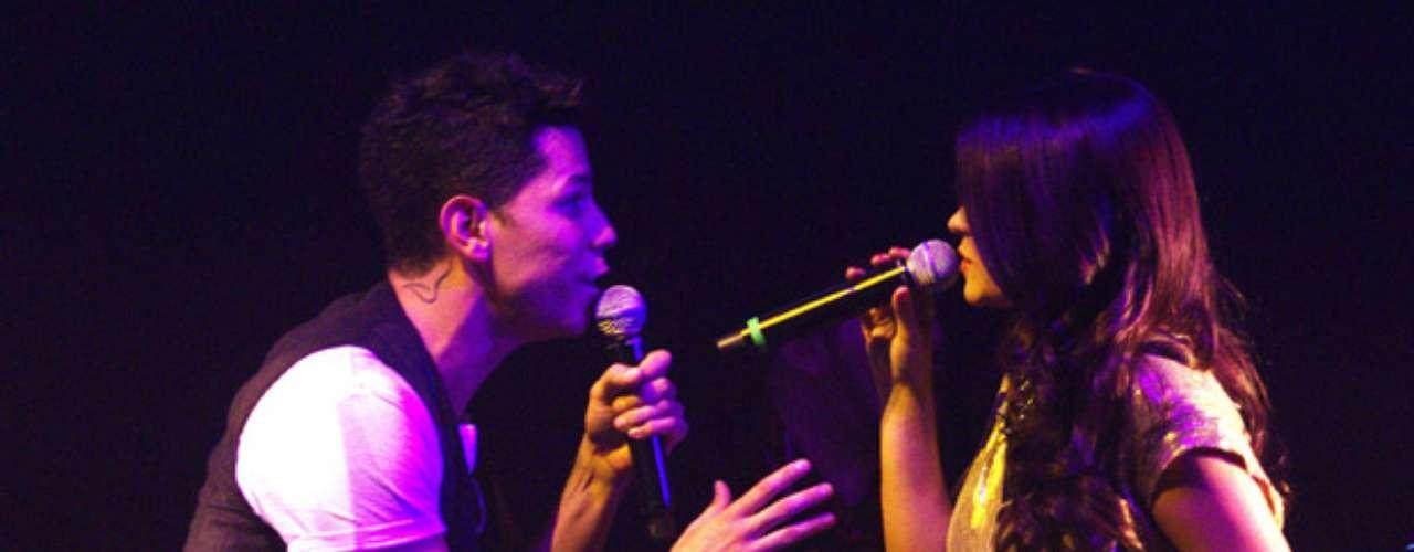 Los cantantes enamoraron al público con el excelente dúo que hicieron.