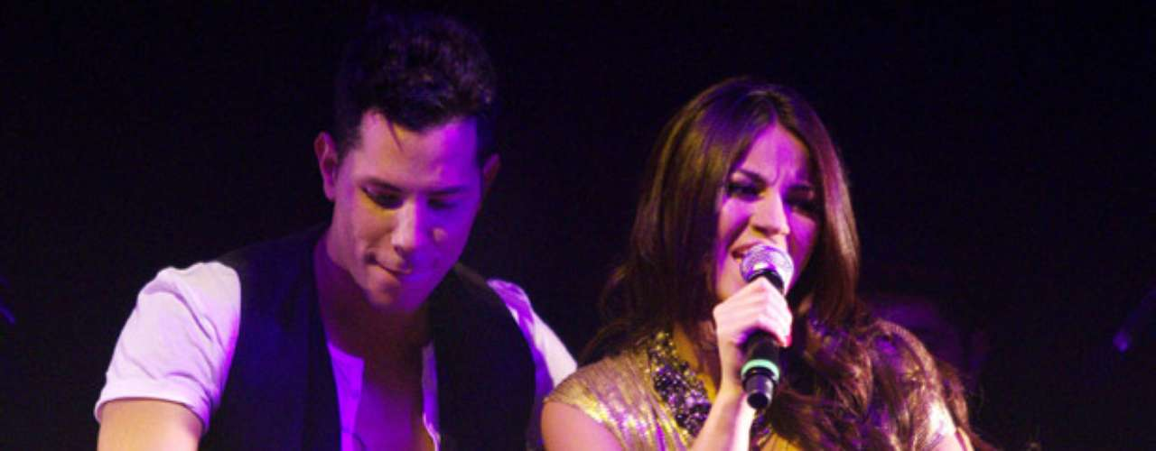 Las estrellas se comieron el escenario entonando las notas de la popular canción de Joan Sebastian.