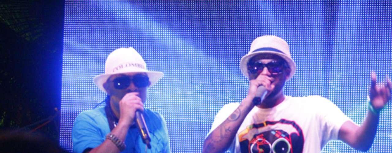 Para animar la polémica rumba, Fritanga contrató grupos de reguetón y famosos cantantes de vallenato, que abrieron el debate sobre la responsabilidad de los artistas al ser contratados por narcotraficantes.