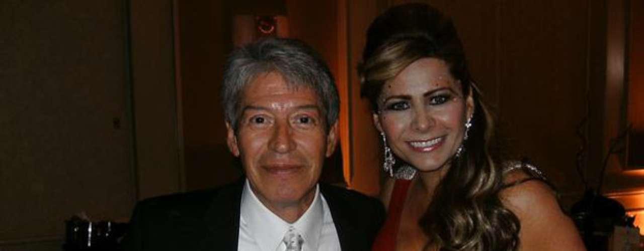 Homero Patrón, esposo  de la cantante ranchera Ángeles Ochoa y reconocido productor, director, arreglista y músico del género regional mexicano falleció, a los 62 años, en la ciudad de Los Ángeles, California.