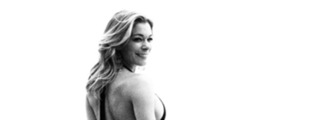 Here's another look at the oh-so-sexy, Leann Rimes.