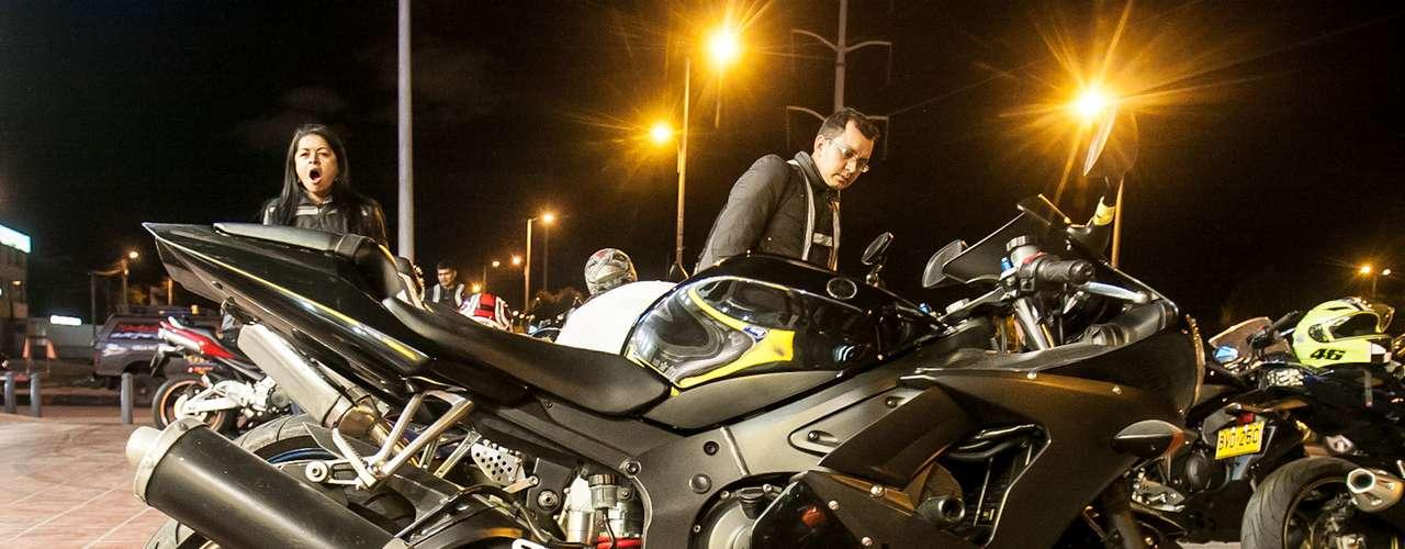 Antes de salir de la capital las motos alcanzan velocidades entre los 80 y los 100 kilómetros por hora. En las afueras pueden llegar a los 170. El grupo incluye una camioneta grúa con trailer, instrumentos de mecánica rápida y camilla, una moto líder y una más que cierra.