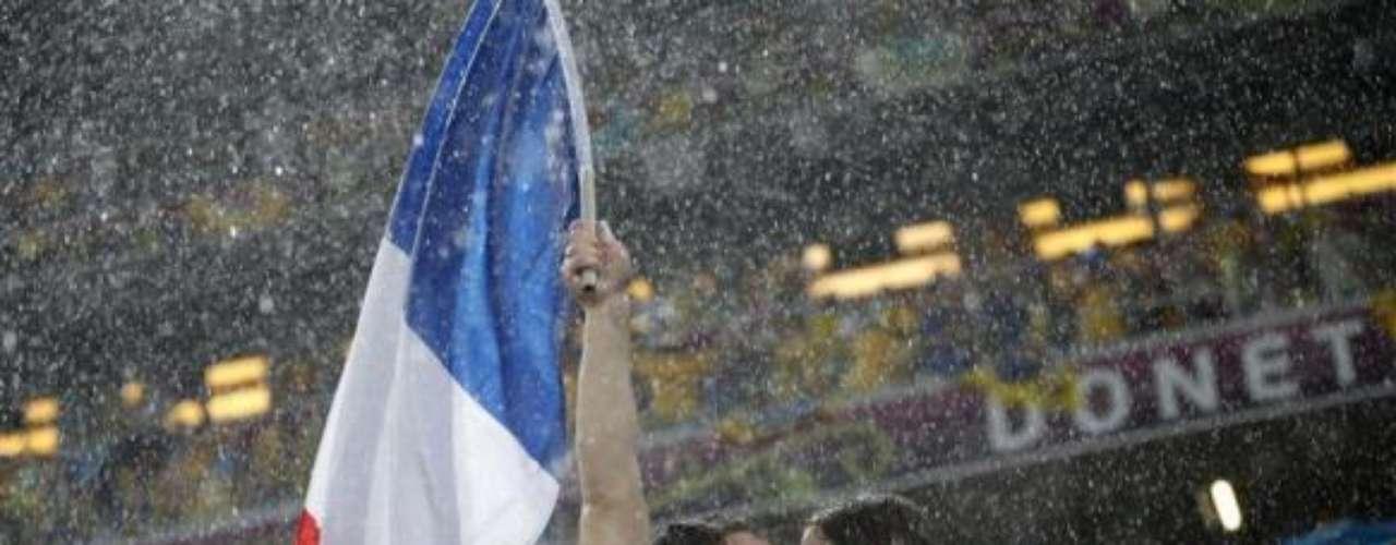 Con ocasión del Día Internacional del Beso, que se celebró el pasado 6 de julio,  la agencia Reuters hizo una recopilación de imágenes en donde varias parejas son las protagonistas al mostrar su afecto y unir sus labios. Esta pareja fue fotografiada durante uno de los partidos de la Euro 2012.