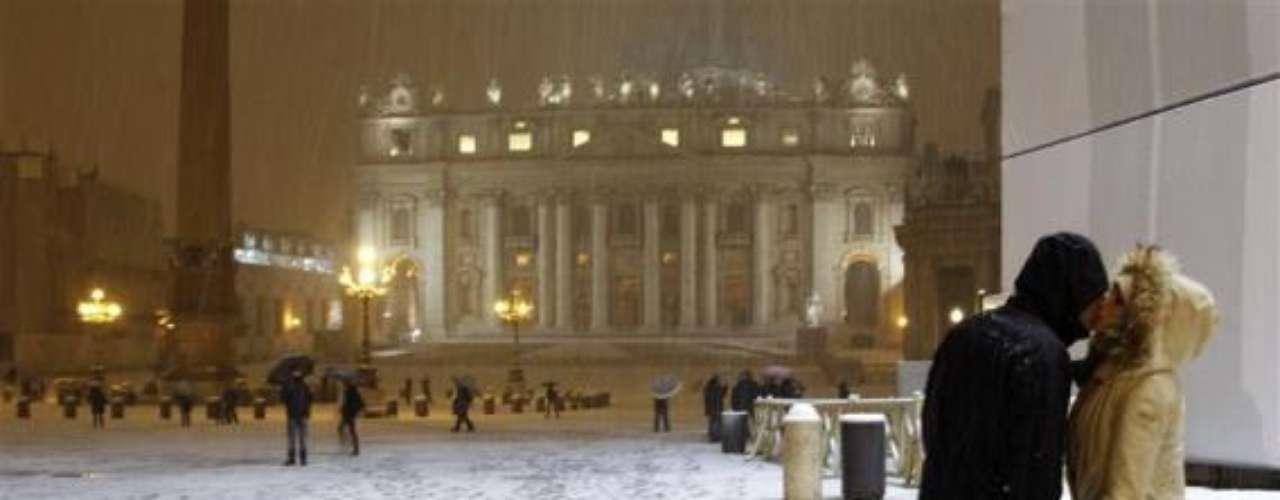 Bajo la nieve en el Vaticano.