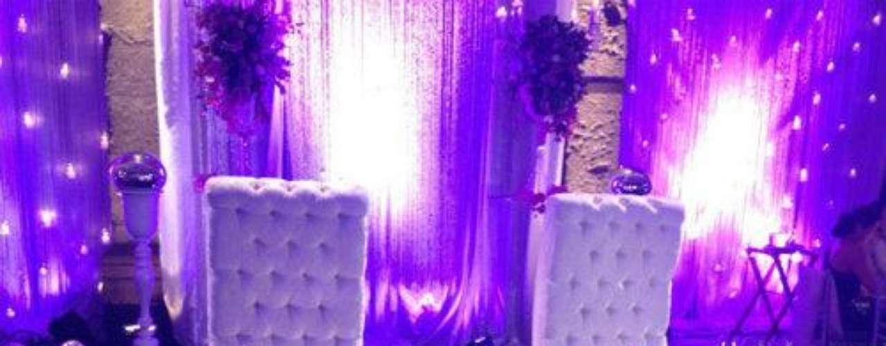 ¿Dónde andaban los recién casados que su mesa estaba vacía?Síguenos en:     Facebook -   TwitterEugenio Derbez y Alessandra Rosaldo se dieron el 'sí'FOTO: El regalo de Eugenio Derbez a Alessandra Rosaldo en su boda: ¡Tremenda motocicleta! '