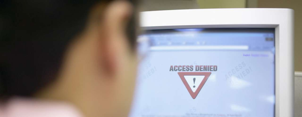 Mientras, compañías estadounidenses como AT&T Inc y Time Warner Cable, han realizado ajustes temporales para que sus clientes puedan acceder a internet usando la dirección de los servidores DNS falsos.