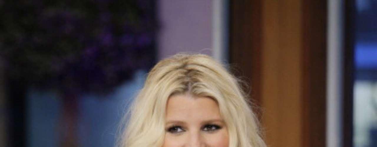 Marzo de 2012. La cantante ha combatido con ejercicio y dietas especiales sus cambios repentinos de peso, por lo que no es raro verla delgada y luego con una figura más voluptuosa.