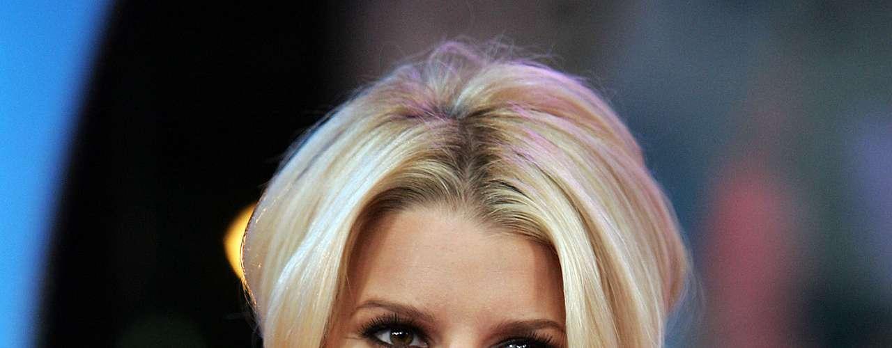 Noviembre de 2004. Su rostro, curvas naturales son su sello distintivo de belleza.
