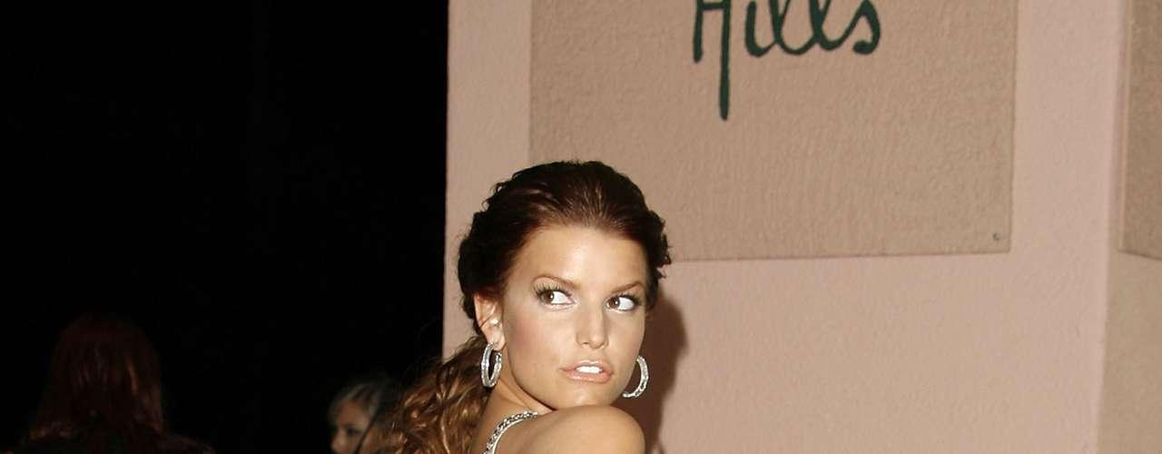 Febrero 11 de 2007. La cantante, actriz y diseñadora de modas Jessica Simpson, nació el 10 de julio de 1980 y a sus 32 años de edad ha tenido una carrera llena de éxitos, que Terra celebra haciendo un recuento por su vida desde su adolescencia, desde su gran debut en el año 1999 hasta el 2012, cuando se convirtió en una bella y feliz madre.