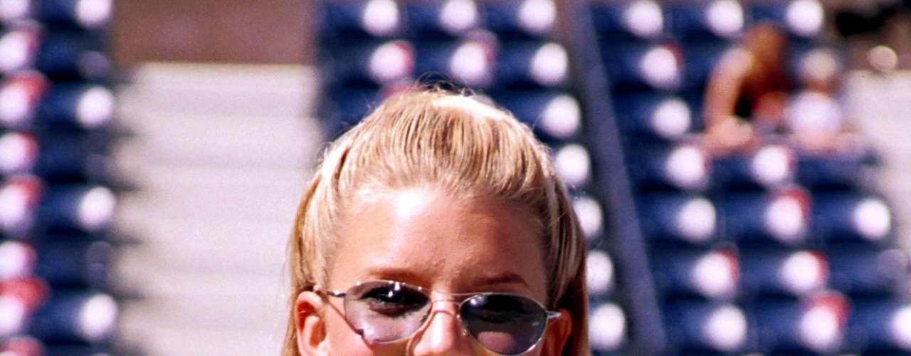 Julio  21 de 2000. Claro que la cantante esta animada en recuperar nuevamente su figura,  ya que la firma de este contrato le embolsillaría  la suma de 4 millones de dólares si consigue adelgazar con el plan de acción que la empresa le aconseje.