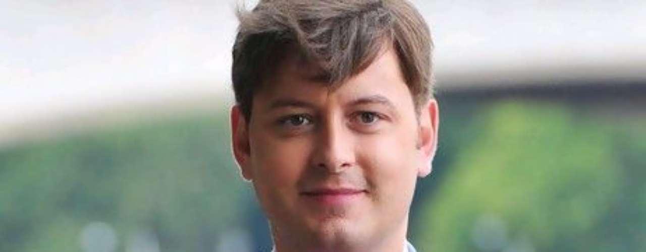 Brian Dowling, Gran Hermano (Reino Unido). Este irlandés se convirtió en el primer homosexual en ganar un reality en el Reino Unido. Dowling triunfó en la segunda versión de este programa en el año 2001, generando un gran orgullo en toda la comunidad gay anglosajona. Hoy en día el exconcursante es un reconocido presentador en el Reino Unido.