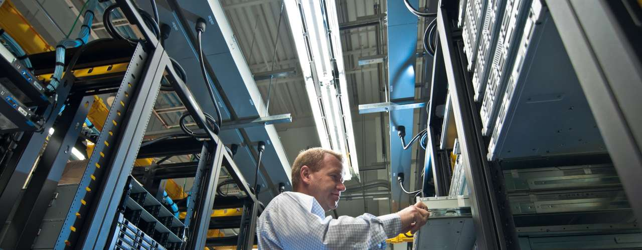 Aparte del FBI, en Estados Unidos empresas como At&t Inc y Time Warner Cable hicieron ajustes temporales para tratar de evitar una interrupción en el servicios a sus clientes. Las empresas permitían que los usuarios se conectaran a una dirección de servidores DNS falsa.