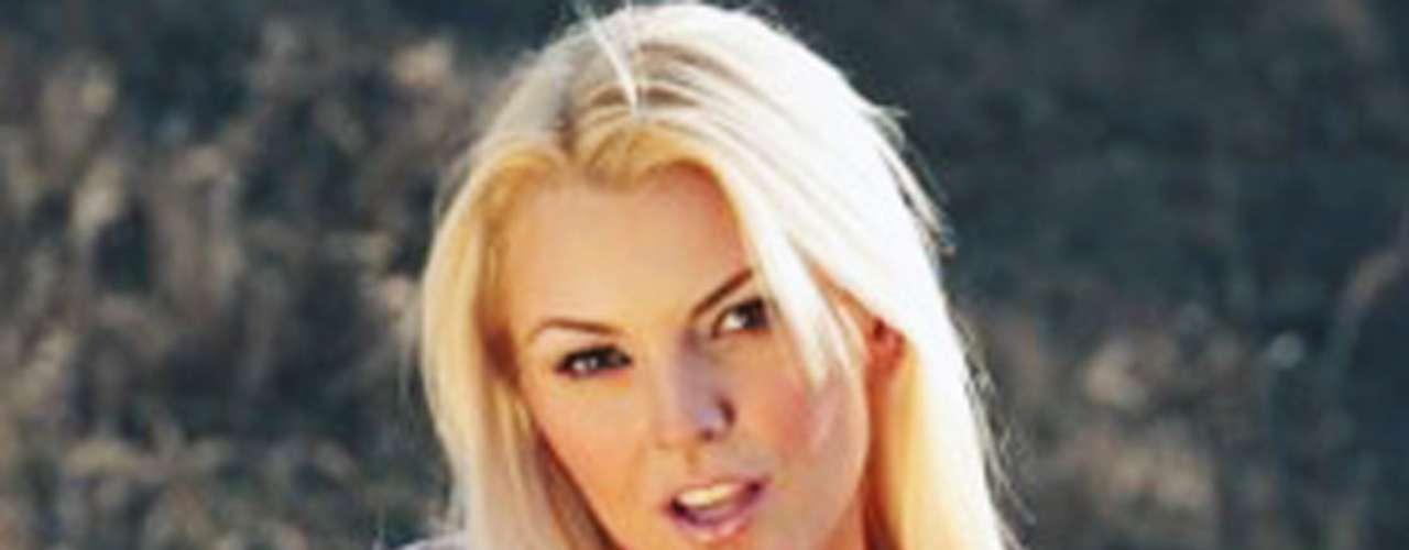 De Sousa estuvo casada en 2004 con el también actor venezolano Ricardo Álamo, pero la pareja rompió años después.