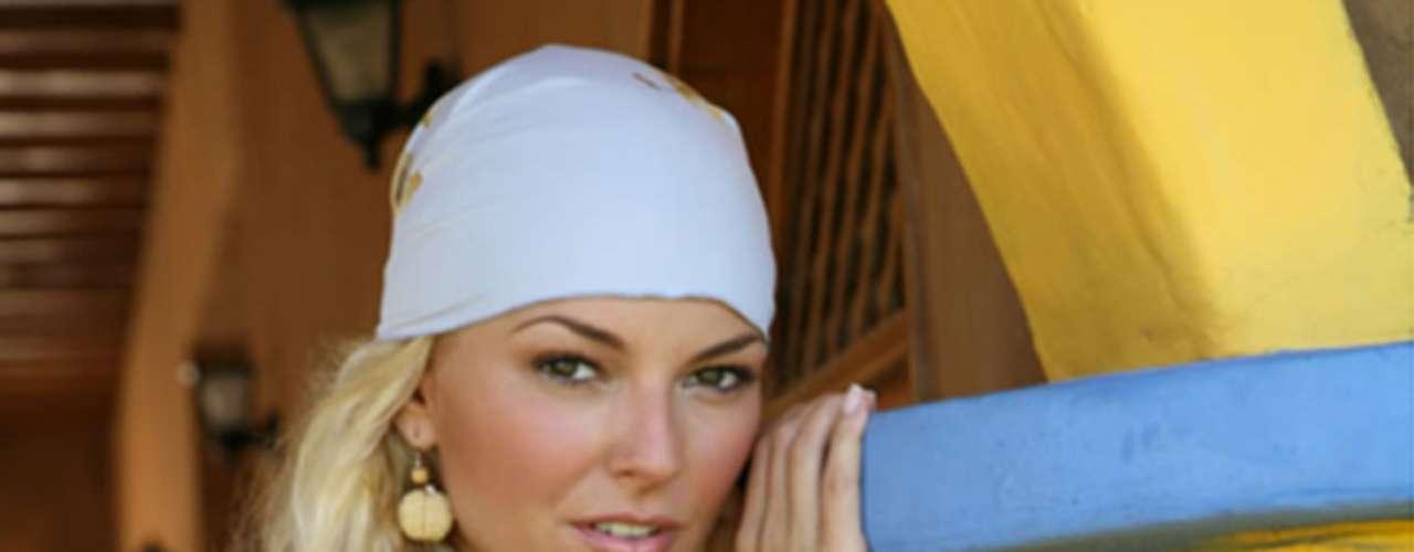 En 2011 se dio a conocer que tuvo una relación fugaz de cinco meses con el actor argentino Julián Gil.