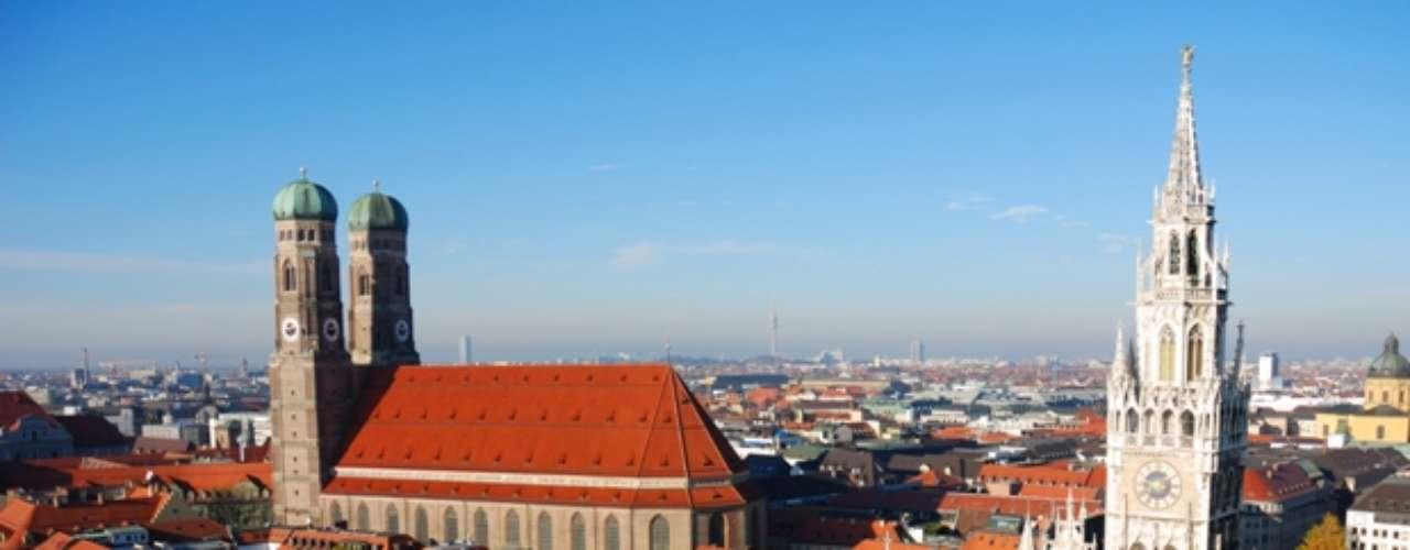 Múnich es la capital y ciudad más importante de Baviera y, después de Berlín y Hamburgo, la tercera ciudad de Alemania por número de habitantes. En 2012, está situada en el puesto nueve de las mejores metrópolis para vivir.