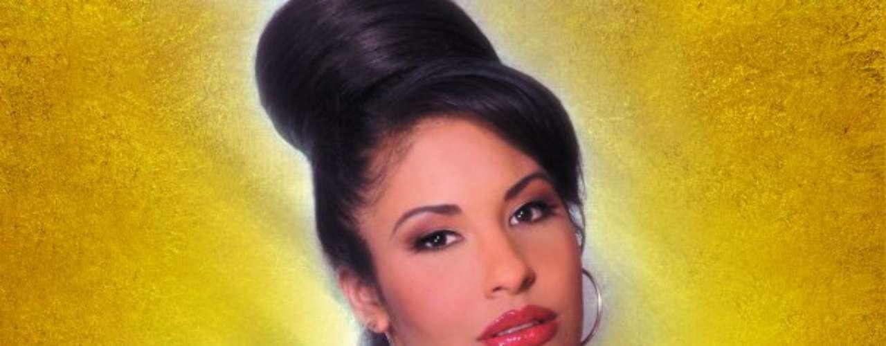 SELENA. La reina del Tex Mex tenía 23 años cuando depositó toda su confianza en Yolanda Saldívar, la presidenta de su club de fans, para manejar sus asuntos personales y financieros. La mañana del 31 de marzo de 1995 ambas tuvieron una discusión que terminó con la muerte de Selena a balazos. Por años se habló de un trágico amor lésbico entre la estrella y su fan, pero en recientes declaraciones de una de las excompañeras de celda de Saldívar, publicadas por el diario National Enquirer, señalan que ella mantenía una relación secreta con el papá de la cantante, lo que desató la pelea. Sea como fuere, el final de esta joven estrella latina la convirtió en una leyenda y la asesina fue recluida a cadena perpetua en una prisión de Texas.
