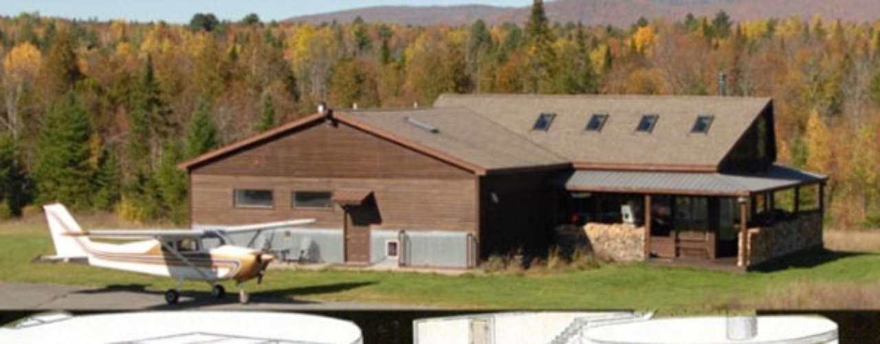 También se encuentra el silo de misiles nucleares en Saranac, Nueva York, avaluado en $ 750.000. Es un antiguo silo nuclear convertido en vivienda de lujo bajo la tierra en caso de grandes calamidades, que también posee en la superficie una pista de aterrizaje propia.