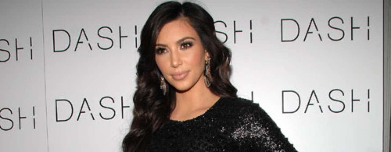 Kim Kardashian. La miembro más popular de la mediática familia Kardashian encabeza el listado de celebridades más detestadas por esta organización ya que señalan a Kim de ser una de las mujeres más reconocidas en usar pieles de animales en sus atuendos. Hace algunos meses, la actual pareja de Kanye West, fue víctima de una integrante de esta organización cuando en un evento recibió por parte de la activista un puñado de harina en su ropa. Paradójicamente su hermana Khloe es amada por PETA.