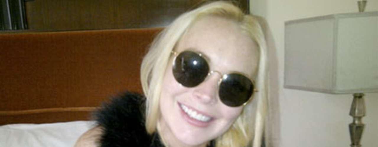 Lindsay Lohan. Otra amante de los abrigos de piel es la polémica actriz estadounidense. Lindsay, durante alguna época, fue vista usando varias pieles naturales color rosa, tendencia que cambió luego de que luciera  en una fiesta un abrigo de imitación y una inscripción en su sombrero que decía \