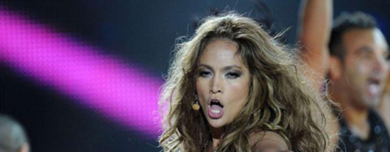 Jennifer Lopez. La actriz y cantante no solo causa polémica por las diversas relaciones amorosas que ha llevado a lo largo de su vida, también el uso excesivo de pieles en las colecciones que ha lanzado la han convertido en una de las celebridades más repudiadas por PETA y otros sectores que defienden los derechos de los animales.