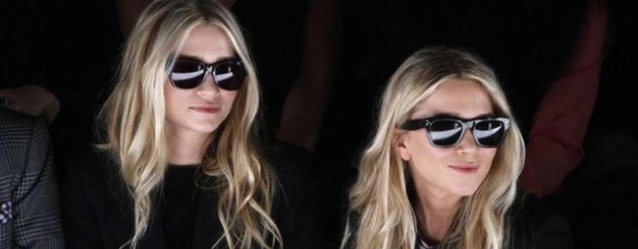 Mary-Kate y Ashley Olsen. Para el cumpleaños número 22 de las gemelas Olsen PETA le pidió a todos sus activistas que le enviaran varios mechones de pelo de animales como regalo para estas celebridades amantes de los abrigos de piel.