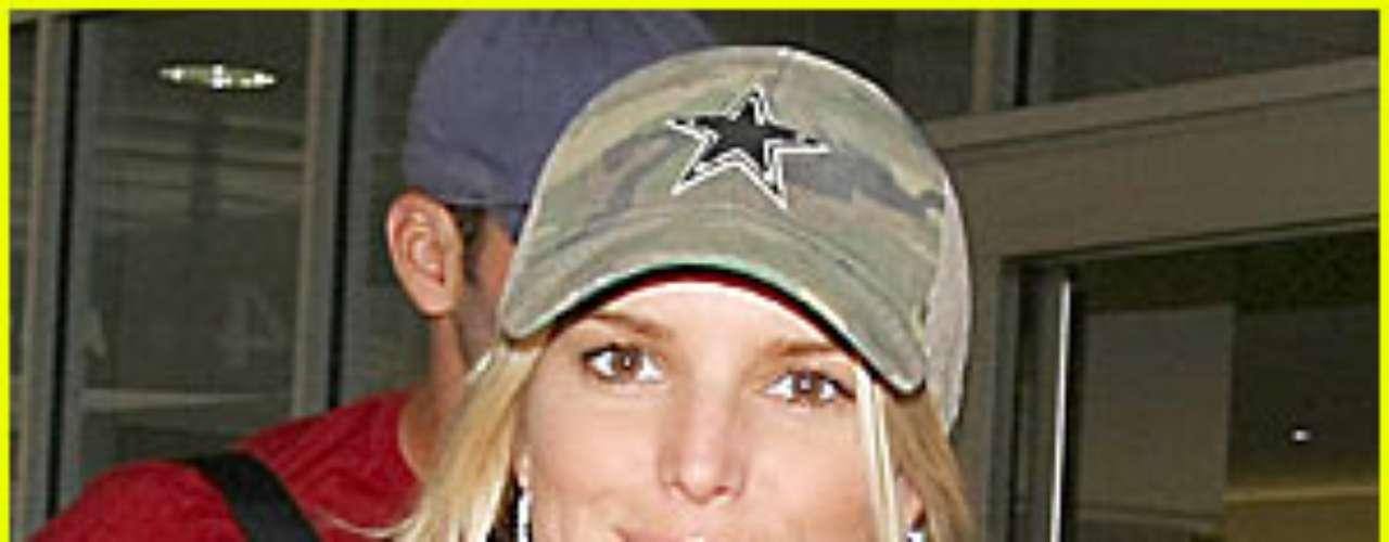 Jessica Simpson. Durante varios años PETA criticó a la cantante estadounidense luego de que ella luciera una camiseta con la frase: \