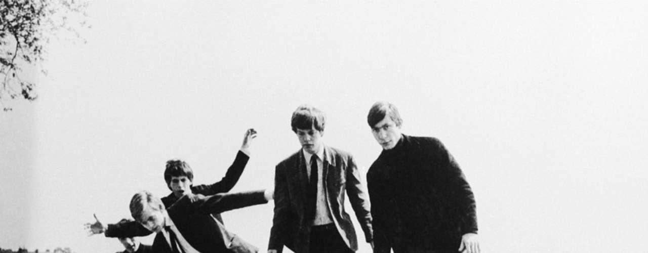 1962: El día 12 de julio, en el Club Marquee de Londres, Mick Jagger, Keith Richards, Brian Jones, Ian Stewart y dos músicos invitados ofrecieron su primer concierto como The Rollin' Stones.