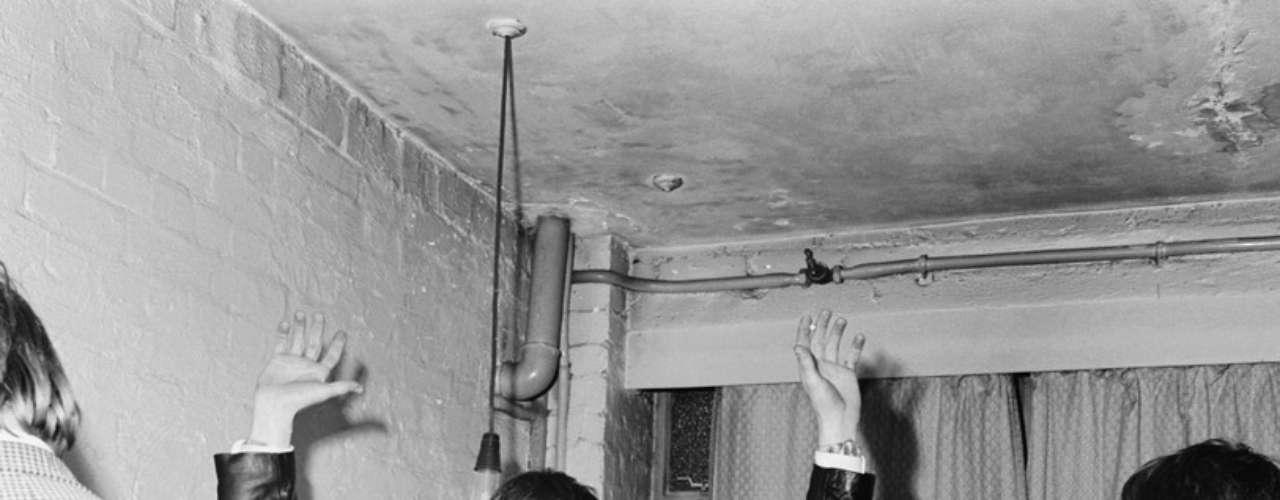 1963: Rolling Stones logran su primer contrato discográfico.