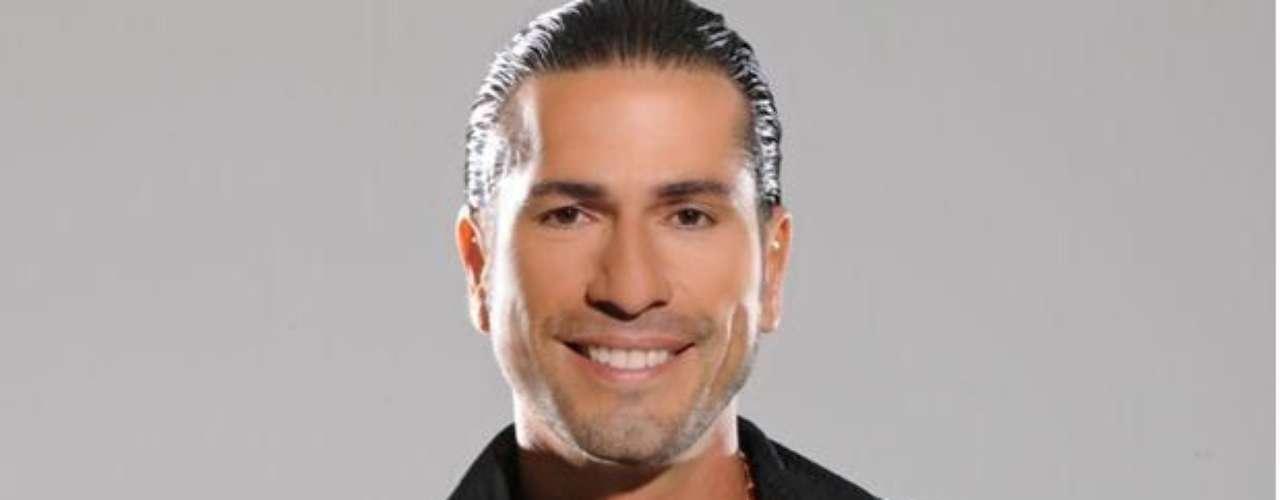 Gregorio Pernía eliminó ante el público dos de sus nombres. Lo bautizaron como Fernando José Gregorio Pernía.
