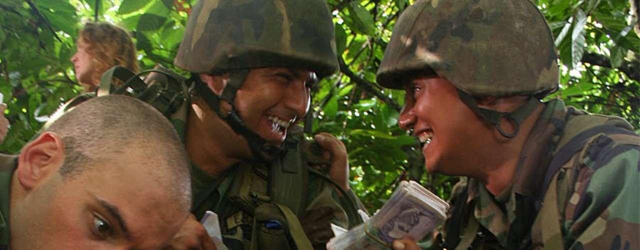 Soñar no cuesta nada – 2006.  Basada en hechos reales, ocurridos en mayo de 2003, esta película se convirtió en una de las más taquilleras en la historia del cine colombiano. El filme narra la historia de un grupo de soldados los cuales encuentran una caleta con millones de dólares; tras no seguir el debido procedimiento de la devolución del dinero al estado, los soldados deciden repartir y derrochar el dinero por lo que levantan sospechas que llevan a una investigación por la cual terminarán siendo juzgados.